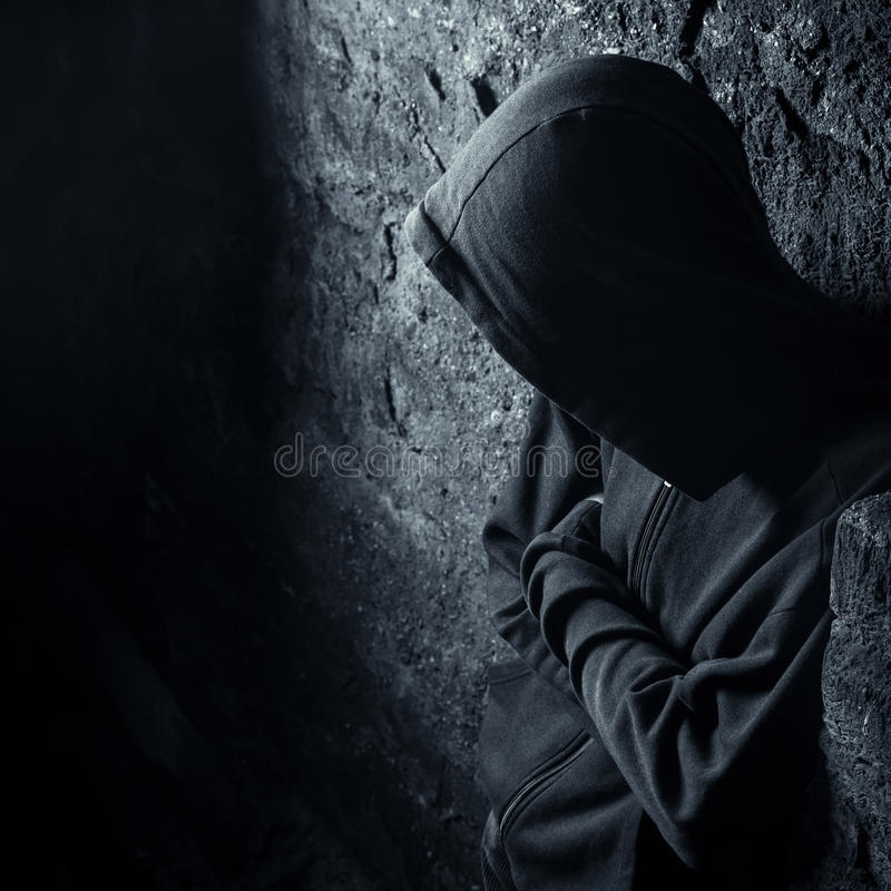 Homme solitaire avec de feelingune