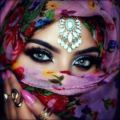 Femme arabe solitaire algerienne