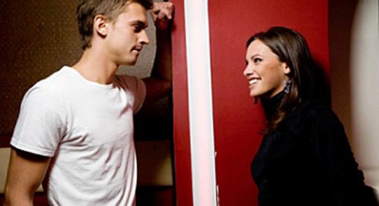 Rêver de flirter avec un selon